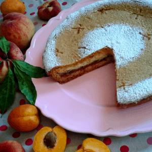 Crostata con pesche albicocche caramellate e crema di ricotta