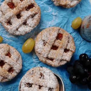 Crostatine all'uva e confettura di albicocche bio