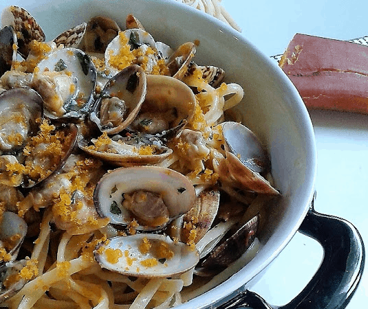 Linguine di Gragnano con vongole veraci e bottarga di muggine sarda
